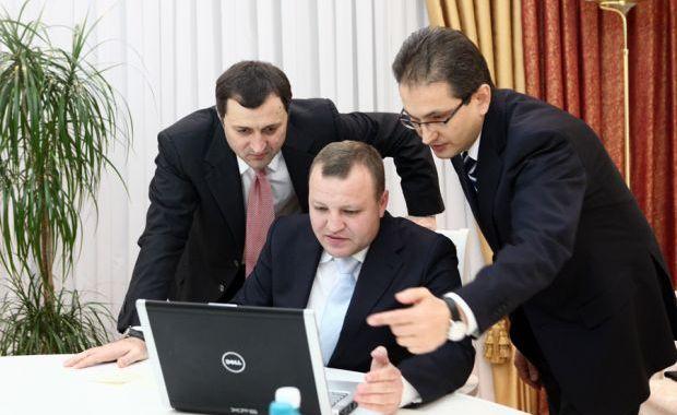 Nicolae Petrov, Vlad Filat, Carpatair